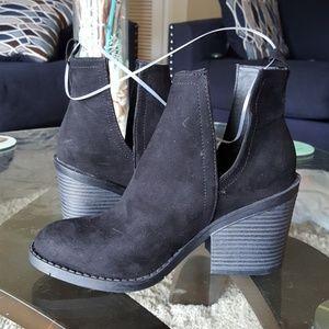 Black deep side cut out slip on heel suede booties